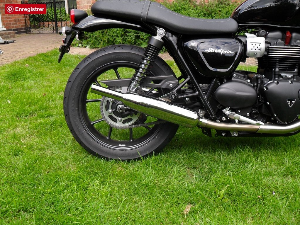 Norman Hyde TOGA Classic silencers for the Street Twin 900